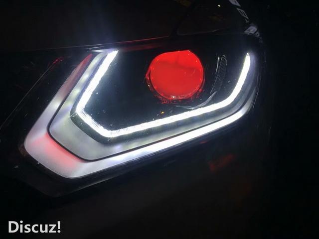 改装技师还为汽车大灯 添加了飞度流光专用套件,和红色360°led恶魔眼